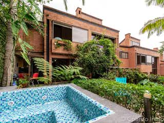 Un jardín con un jardín y un jardín en CASA SECTOR LOMA DE LOS BALSOS