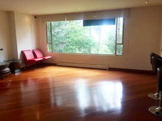 Una sala de estar llena de muebles y una televisión de pantalla plana en Edificio Balcones Medina