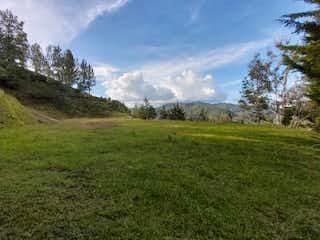 Una vista de una montaña en un día soleado en Montealto