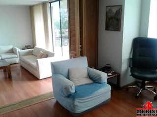 Una sala de estar llena de muebles y una televisión de pantalla plana en ED. LOS EUCALIPTOS