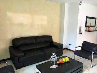 Una sala de estar llena de muebles y una televisión de pantalla plana en Casa en venta en Lago Timiza, de 25mtrs2