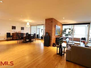 Una sala de estar llena de muebles y una televisión de pantalla plana en Renaisance