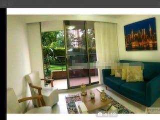 Una sala de estar llena de muebles y una ventana en Apartamento en venta en Las Lomas, 99mt con balcon
