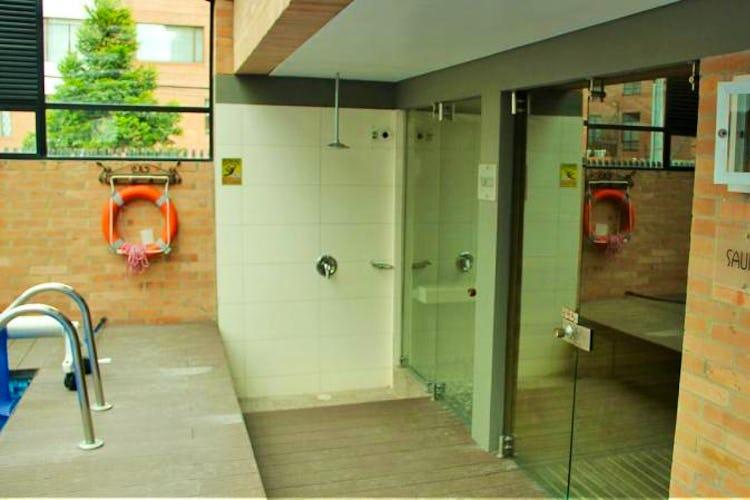Foto 16 de Apartamento en Bogota El Chico - club house con piscina, sauna y turco