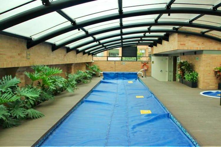 Foto 19 de Apartamento en Bogota El Chico - club house con piscina, sauna y turco