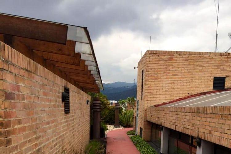 Foto 28 de Apartamento en Bogota El Chico - club house con piscina, sauna y turco