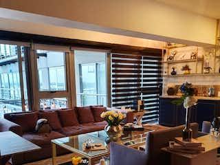 Una sala de estar llena de muebles y una mesa en DEPARTAMENTO EN VENTA  DEL VALLE