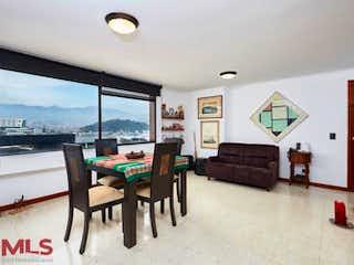 Una sala de estar llena de muebles y una ventana en Rincones De San Diego