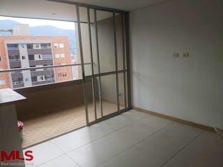 Un cuarto de baño con una puerta de ducha de cristal en Maderos Del Campo