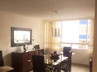 Una sala de estar llena de muebles y una televisión de pantalla plana en Urbanizacion Arboleda I