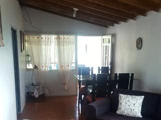 Una sala de estar llena de muebles y una chimenea en Casa en venta en San Antonio de Prado de 86mts