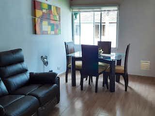 Una sala de estar llena de muebles y una ventana en Casa en venta en El Carmelo de 60mts