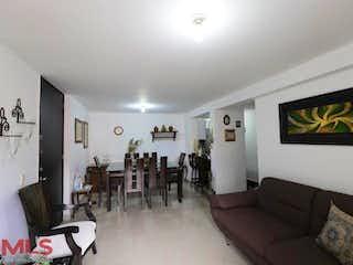 Una sala de estar llena de muebles y una televisión de pantalla plana en Siempre Verde (Loma Los Bernal)