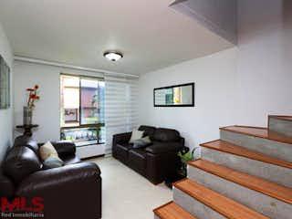 Una sala de estar llena de muebles y una televisión de pantalla plana en Las Antillas III