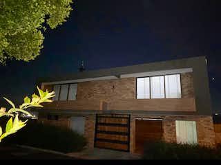Una foto de una casa en la oscuridad en Casa en venta en Parque/Centro, 110m²