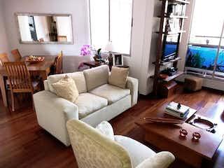 Una sala de estar llena de muebles y una ventana en Apartamento En Venta En Rincón del Chicó de 105m2