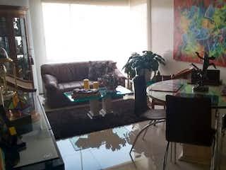 Una sala de estar llena de muebles y una ventana en Apartamento  En Bogota Cedritos ubicado en el sexto piso con 2 alcobas