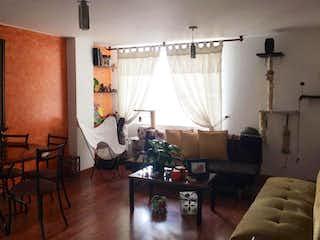 Una sala de estar llena de muebles y una ventana en Apartamento En Venta En Teusaquillo de 62m2