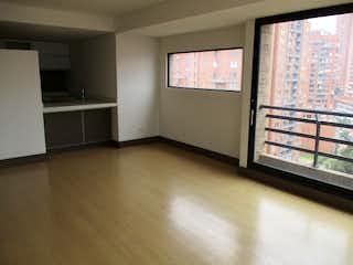 Una cocina que tiene una ventana en ella en Apartamento en Venta en San Martín de 68m2