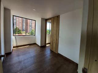 Una sala de estar con un suelo de madera dura en Apartamento en venta en El Retiro de dos alcobas