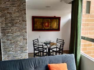Una sala de estar llena de muebles y una ventana en Apartamento en venta en Calandaima, de 53mtrs2