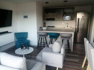 Una sala de estar llena de muebles y una gran ventana en  URB CACTUS