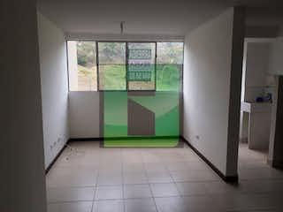 Una cocina con nevera y una ventana en Apartamento en venta en Machado, 40m²