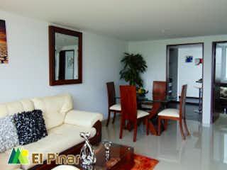 Una sala de estar llena de muebles y una televisión de pantalla plana en El Pinar