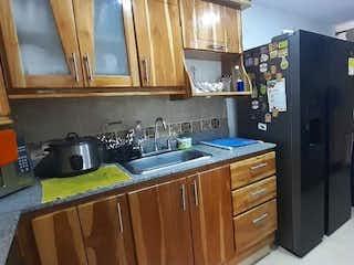 Una cocina con nevera y fregadero en Apartamento en venta en La Pilarica con acceso a Zonas húmedas