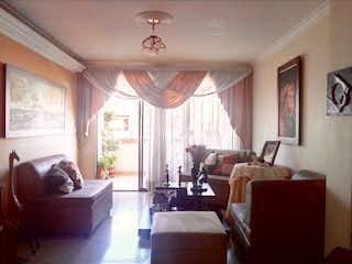 Una sala de estar llena de muebles y una ventana en Apartamento en venta en La Castellana, de 134mtrs2