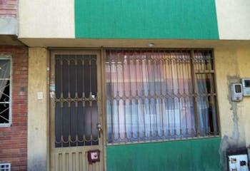 Casa En Venta En Bogota Gran Granada - cuatro alcobas, sala con chimenea
