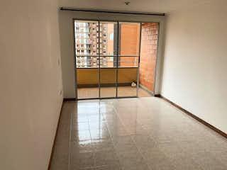 Un cuarto de baño con ducha y una ventana en Apartamento en venta en Loma de los Bernal, de 83mtrs2