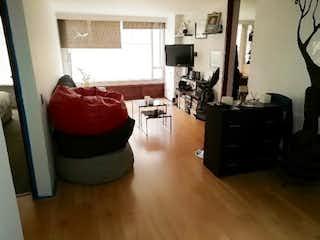Una sala de estar llena de muebles y una chimenea en Apartamento en venta en El Refugio, 66mt
