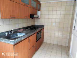 Una cocina con un fregadero y un horno de cocina en Apartamento en venta en Corferias, de 71mtrs2