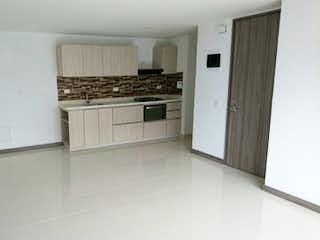 Una cocina con armarios blancos y electrodomésticos blancos en Apartamento en venta en La Pilarica, de 80,25mtrs2