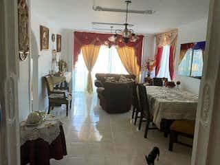 Un dormitorio con una cama y una silla en Apartamento en venta en San Juan de Dios, 99mt con balcon