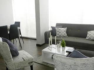 Una sala de estar llena de muebles y un sofá en Pinares de Alsacia