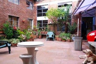 Casa En Venta En Bogota Las Aguas cuenta con Diecisiete habitaciones, seis baños