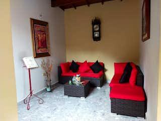 Una sala de estar llena de muebles y una ventana en Casa en venta en El Salvador, de 115mtrs2