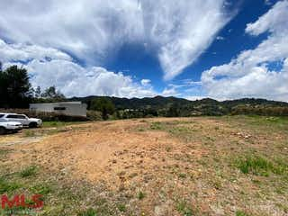 Una vista de un campo con un fondo de cielo en Colinas de Hontanares