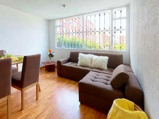 Una sala de estar llena de muebles y una ventana en Conjunto Ciudadela Cafam VI