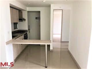Una cocina con un fregadero, una estufa y un refrigerador en Porto Leticia