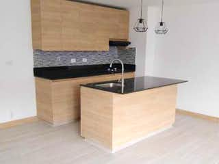 Un cuarto de baño con lavabo y bañera en Apartamento en venta en Rosales, de 85mtrs2