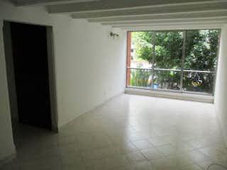 Una pequeña cocina con una ventana en ella en Apartamento en venta en Otra Parte de tres alcobas