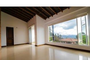 Casa en venta en Loma Del Escobero de 5 habitaciones