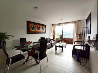 Una sala de estar llena de muebles y una mesa en Apartamento en venta en Aves María, de 72mtrs2
