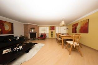 Apartamento en Bogota Antiguo Country - Dúplex, sala con chimenea, dos garajes y depósito