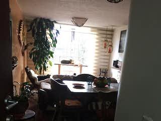 Un cuarto de baño con lavabo y un espejo en Apartamento en venta en Barrio Nicolás de Federman, de 80mtrs2