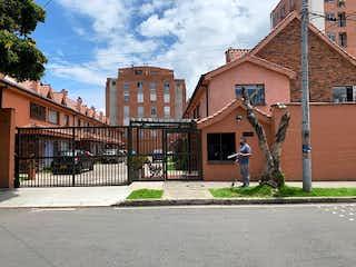 Un edificio de ladrillo con un letrero en la calle en Casa en Venta CEDRITOS