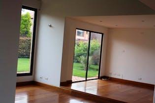 Casa En Venta En Chia Vía A Cajicá, con cuatro alcobas, en exclusivo sector